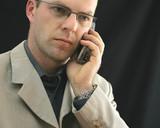 homme au téléphone poster