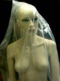mannequin nu sous plastique poster