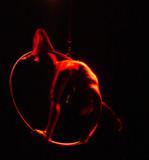 femme en rouge poster
