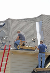 roofers - teamwork