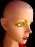 mannequin aux yeux verts poster