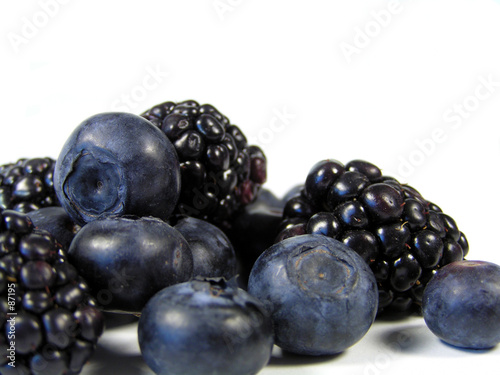 blackberries and blueberries in a pile