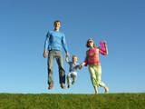 podívejte šťastná rodina na modré obloze 2