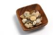 plato oriental con piedras