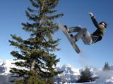 Fototapeta saut en snowboard