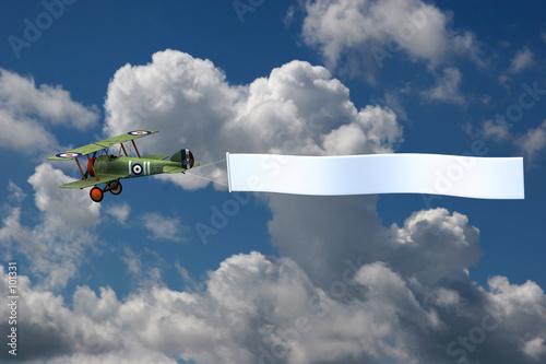 biplane pulling banner