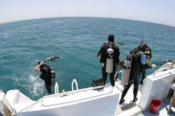 divers entering water