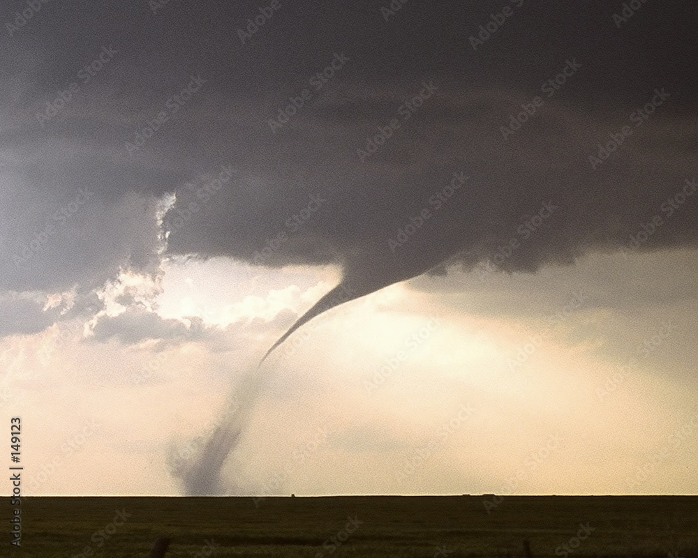 trąba powietrzna kansas burza z piorunami - powiększenie