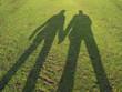 couple en silouhette sur l'herbe