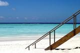 escalier sur plage - maldives poster