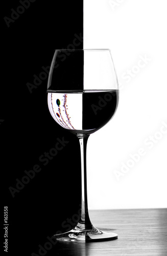 domino christmad wine glass