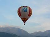 montgolfiere en montagne poster