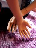 mains dansle dos poster