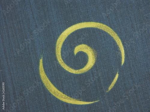 Aluminium Spiraal soleil sur fon bleu