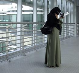traditional arab woman