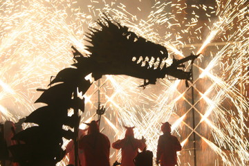 demonios y dragones
