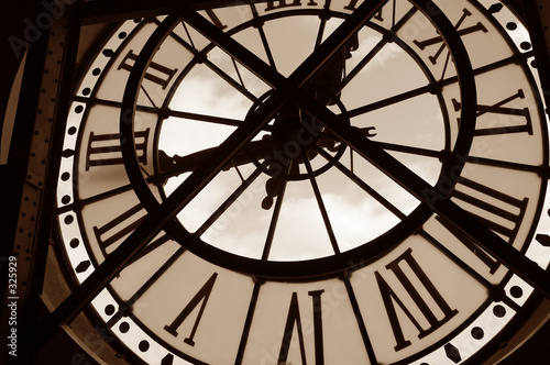 zegar-w-muzeum-orsay-paryz-francja