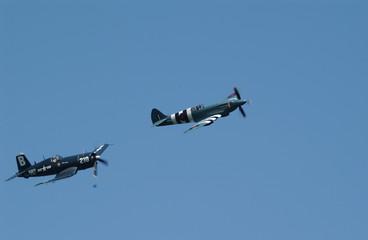 corsair und spitfire über oppenheim