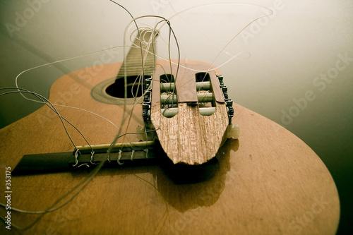 broken guitar - 353175