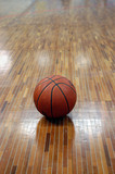 ballon et parquet de basket poster