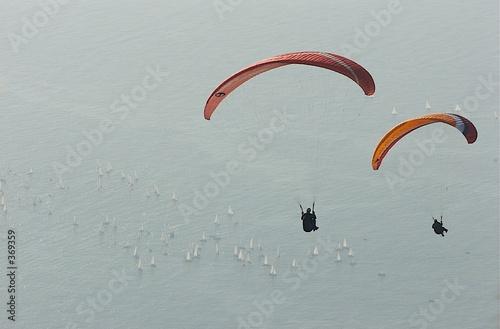 Deurstickers Luchtsport parapentiste au-dessus de la mer