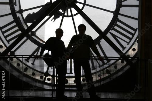 zegar-w-muzeum-orsay-w-kolorze-czarno-bialym
