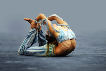contortionist girl