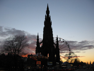 scott monument at dusk