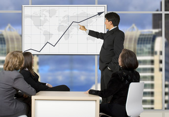 corporate online trainning - man presenting