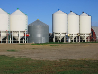 grain silos in saskatchewan