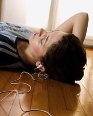 listening-to-music_02