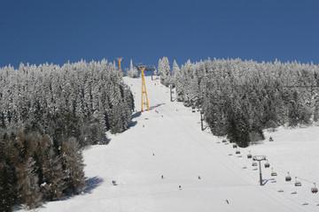 skihang bei schönstem winterwetter