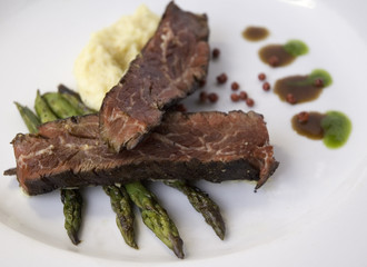 steak with polenta and grilled asparagus