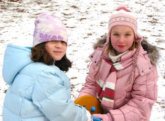 children play winter