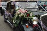 voiture de mariés poster