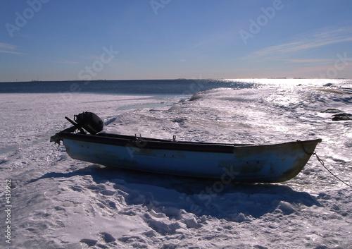 Leinwandbild Motiv boat on a snow
