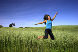 Fototapety jumping on a green field