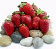 fresas sobre piedra