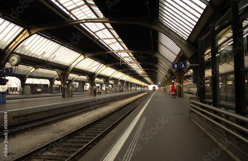 In de dag switzerland , zurich: railway station, departure