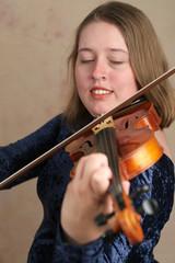 prettyl violinist