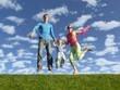 Detaily fotografie podívejte se šťastná rodina na modrou oblohu s mraky