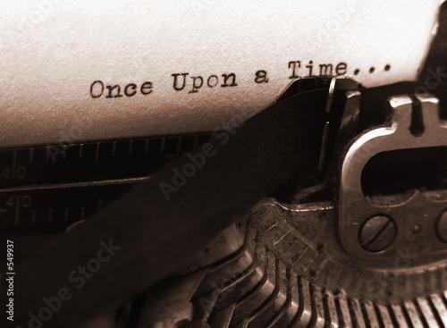 Leinwanddruck Bild old typewriter (focus on text)