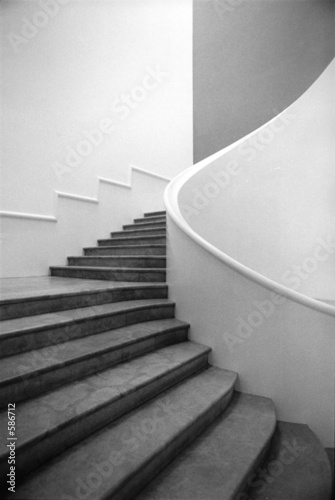 escalier noir et blanc photo libre de droits sur la banque d 39 images image 586712. Black Bedroom Furniture Sets. Home Design Ideas