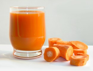 carrot and carrot juice in a glass