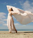 Fototapety beautiful woman on the beach