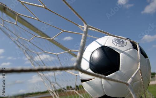 piłka nożna - piłka w bramce