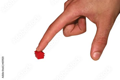doigt designant une maison