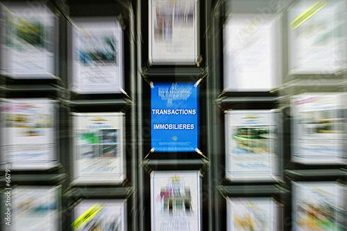 Agence immobiliere photo libre de droits sur la banque d for Agence immobiliere 4
