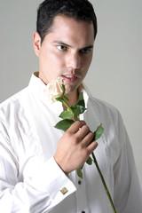 novio con flor