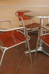 table et chaises de bistrot